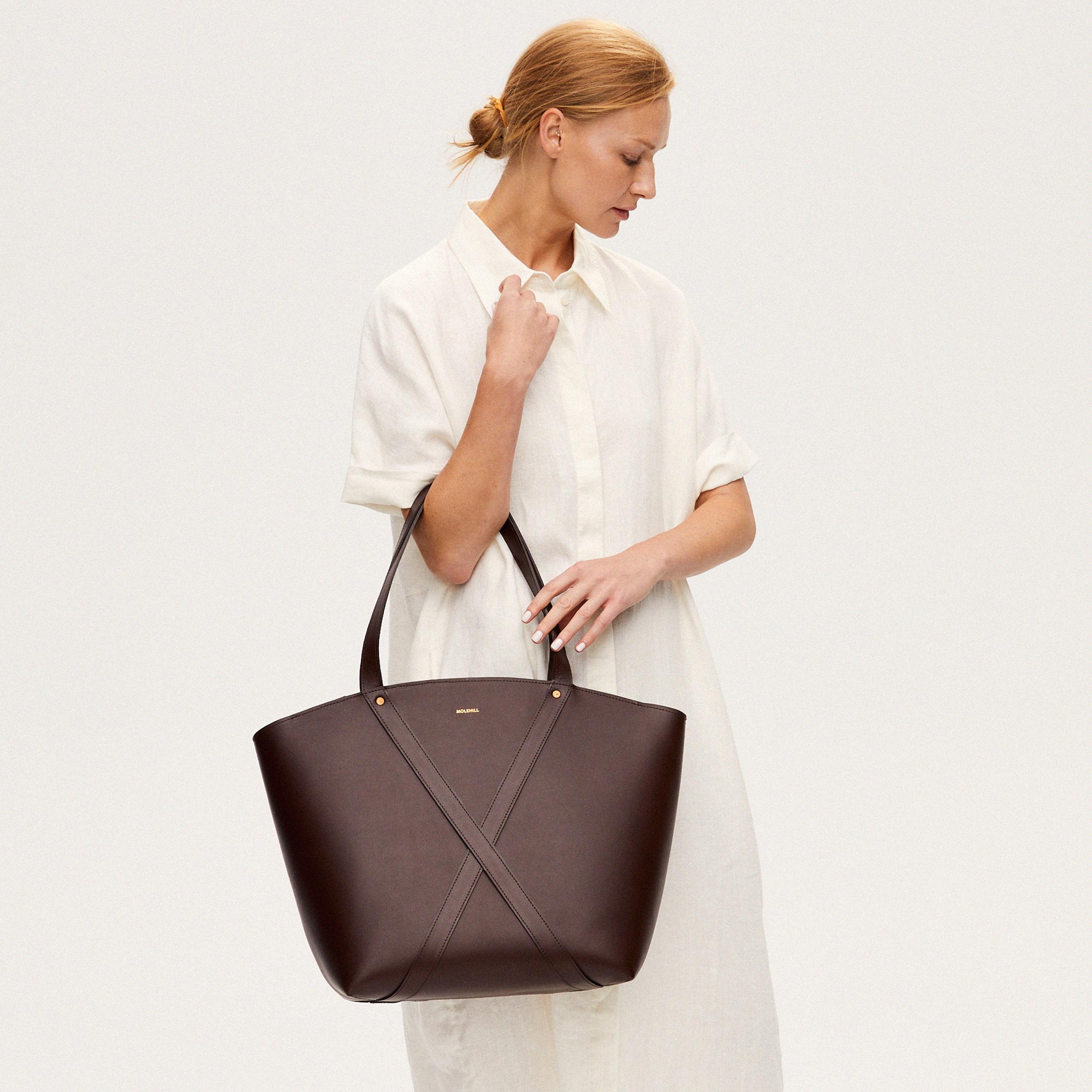 Torba BONDIA Weekender Bag Dark Chocolate-look-1